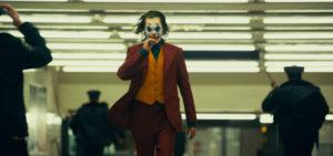 Joker smoking cigare